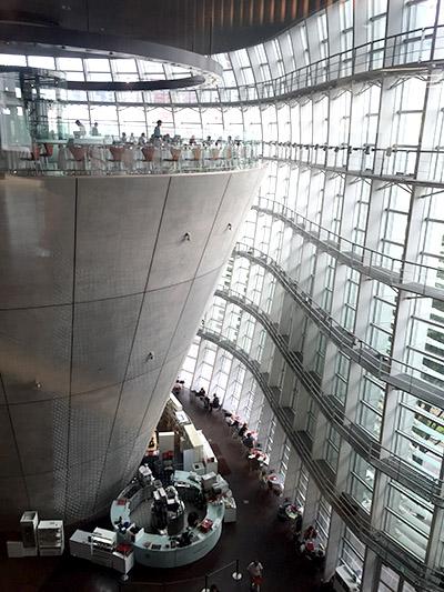 国立新美術館内観